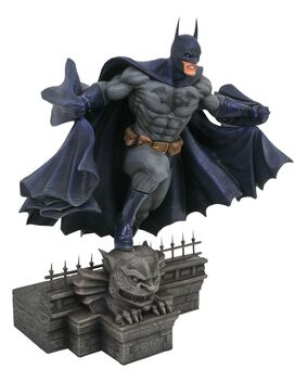 DC Gallery Batman 9-Inch Collectible PVC Statue [Modern Version]