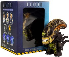 Aliens - Bullet Damaged Alien Warrior Titan Vinyl Figure [SDCC 2019]