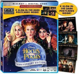 Hocus Pocus 25th Anniversary Edition Blu-ray [Exclusive Wrap & Glow-in-the-Dark Postcards]