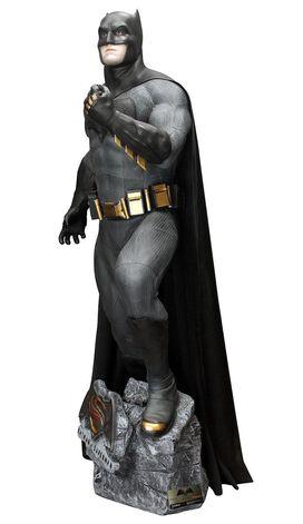 Batman v Superman: Life-Size Batman Statue