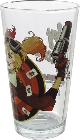 Harley Quinn Bombshell Close Up T.T. Pint Glass