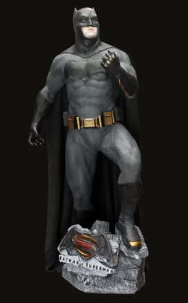 Batman v Superman: Life-Size Statue Set