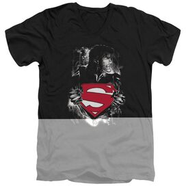 SUPERMAN DARKEST HOUR - S/S ADULT V-NECK - BLACK T-Shirt